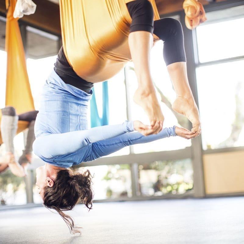 Какие плюсы: помогает улучшить растяжку, развить гибкость, приводит мышцы в тонус, укрепляет тело. ⠀ ⠀  Упражнения способствуют: ощущению чувства равновесия, уменьшению нагрузки на позвоночник, корректировке фигуры, улучшению настроения, уменьшению стрессов.  От таких занятий нет ощущения усталости, ведь они выполняются в форме игры. ⠀  Результат заметен уже после нескольких занятий. Особенно впечатляет эффект ощущения легкости во всем теле, воздушности и чувства полета. ⠀ Ждём вас, чтобы и вы смогли воспользоваться всеми этими качествами!