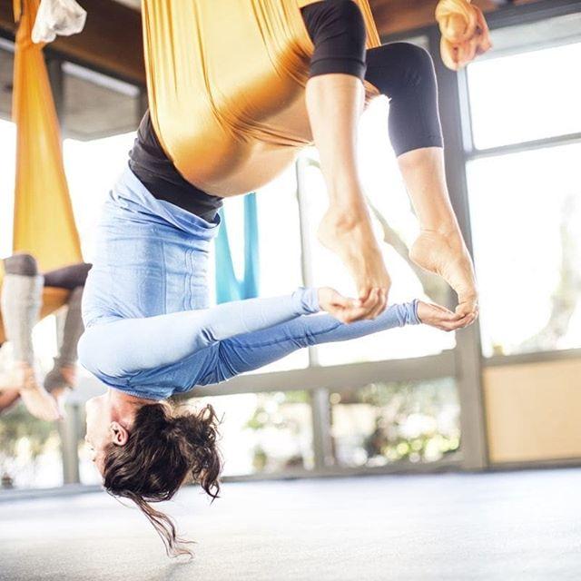 ? Какие плюсы: ⚪помогает улучшить растяжку, ⚪развить гибкость, ⚪приводит мышцы в тонус, ⚪укрепляет тело. ? Упражнения способствуют: ⚪ощущению чувства равновесия, ⚪уменьшению нагрузки на позвоночник, ⚪корректировке фигуры, ⚪улучшению настроения, ⚪уменьшению стрессов. От таких занятий нет ощущения усталости, ведь они выполняются в форме игры. ? Результат заметен уже после нескольких занятий. Особенно впечатляет эффект ощущения легкости во всем теле, воздушности и чувства полета. ? Ждём вас, чтобы и вы смогли воспользоваться всеми этими качествами! #здоровоетело #стретчингкалининград #суперрастяжка #помогаемрастянуться #расслабление #хорошодляпозвоночника #студияэффектбабочки