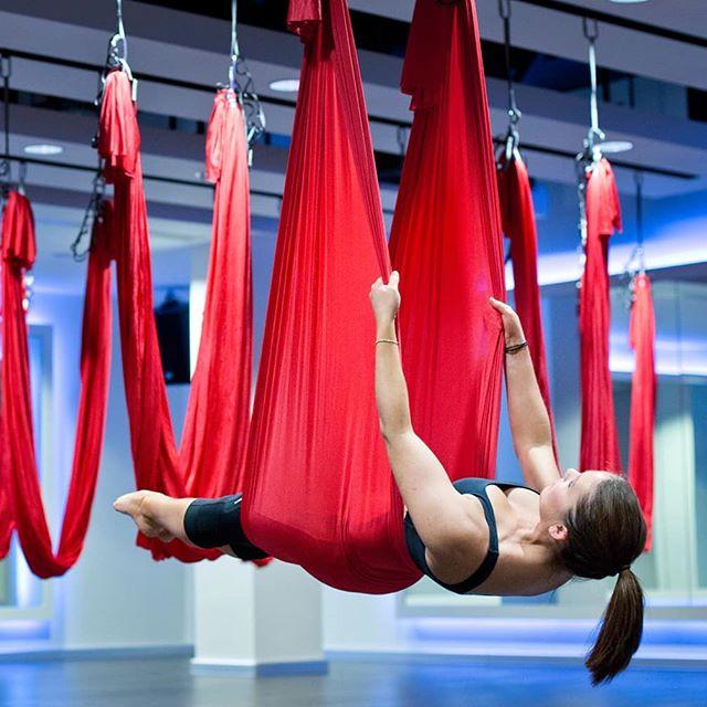 ❓Вам надоело чувствовать усталость и тяжесть в мышцах, или, быть может, Вы давно мечтаете сесть на шпагат, но тянуться на полу уже надоело? То, Аэростретчинг создан именно для Вас! ⠀ ❗Aerostretching направлен на растяжение всех мышц. Все упражнения выполняются в динамике. В нем присутствуют элементы воздушной акробатики (перевороты, кувырки в гамаке). ⠀ ? Итак,аэростретчинг— это новый и захватывающий способ стать гибче и легче, сесть на шпагат, освоить техники расслабления и испытать невероятное ощущение полета. ⠀ ? Это точно стоит попробовать! ⠀ ? Записывайся уже сегодня, пока ещё есть свободные места! ? Запись по телефону, пишите в личку или на нашем сайте www.mybutterfly39.ru ⠀ #эффективнаярастяжка #занятиевгамаках #хочурастяжку #хочунашпагат #шпагатсесть #шпагаткалининград #умеемрастягивать #растянемтело #отличнаяфигура #студиястретчинга #студияэффектбабочки #followme