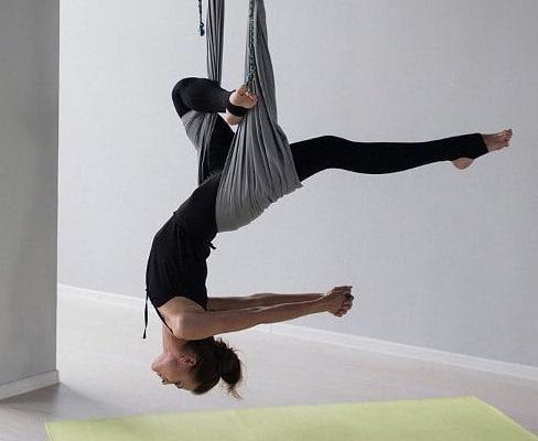 ? мышцы наfly stretchingзанятиях растягиваются в фазе полного расслабления. Находясь долгое время в определенной позиции, мышцы и сухожилия привыкают к этому положению. В результате чего можно добиться стабильной и устойчивой растяжки. ⠀ ⏩ Очень полезное и продуктивное направление, для глубокой растяжки всех групп мышц, полезно для позвоночника и расслабления! ⠀ ⏩ Люди, которые хоть один раз принимали участие в занятиях, отмечают, что такого чувства расслабленности не испытывали никогда, и положительный эффект был ощутим после первого занятия. ⠀ ? Приходите на БЕСПЛАТНОЕ пробное занятие (предложение действует при покупке абонемента). ⠀ ? Запись по телефону +79097882908 или на сайте www.mubytterfly39.ru ⠀ #хочунашпагат #стретчингкалининград #стретчингвгамаке #сестьнашпагат #студияшпагата #студиярастяжки #студиястретчинга #студияэффектбабочки #красивоетело #фитнескалининград #спорткалининград #растяжкавкалининграде
