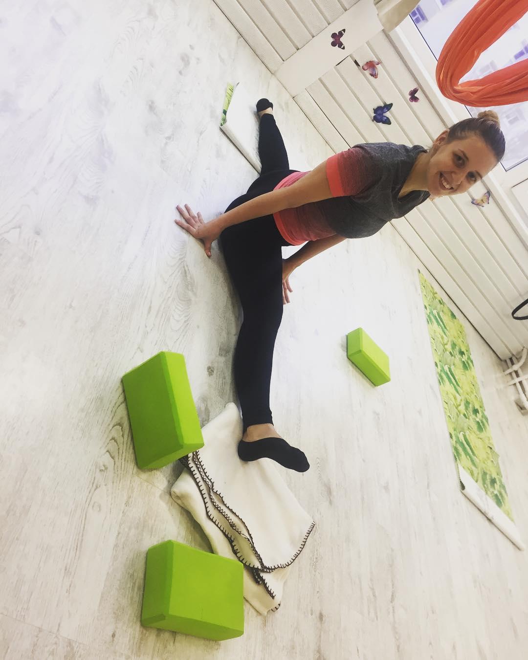 😍 Дарья, поздравляем 🎊 с красивым шпагатом. 😍 😁👏🏻 #растяжка  #стрейчинг  #нетпределасовершенству  #шпагат #шпагаткалининград  #мечта #флайстретчинг  #самаяэффективная  #эффектбабочки